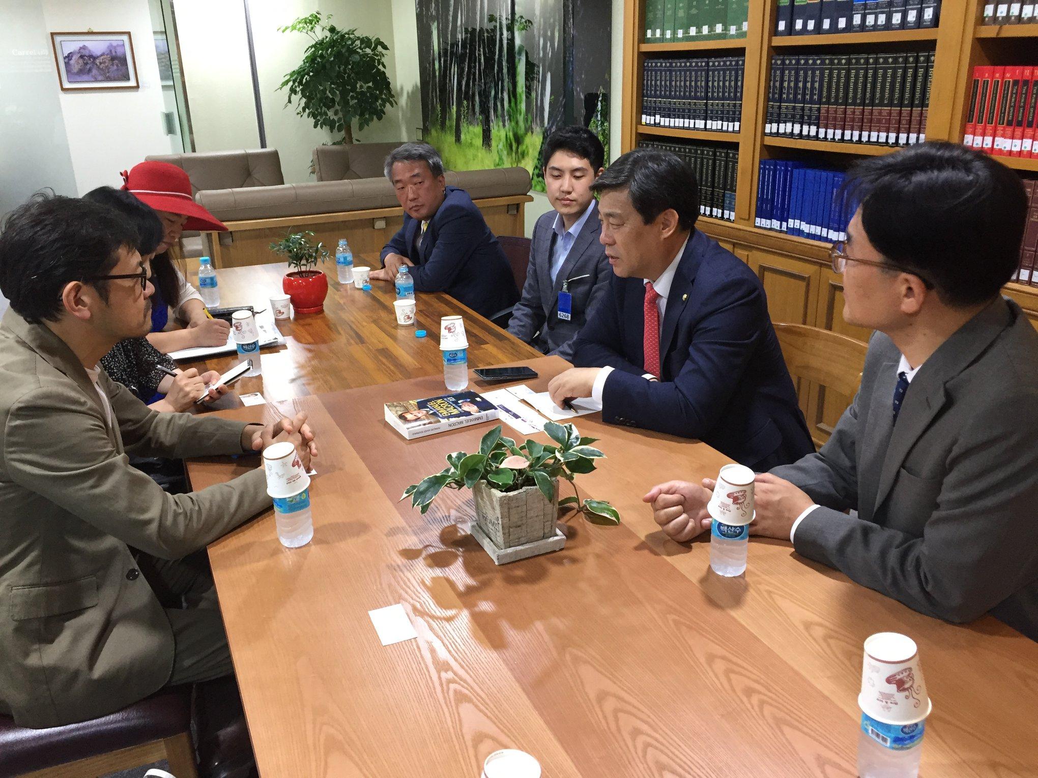 韓国国会議員会館内での会談風景